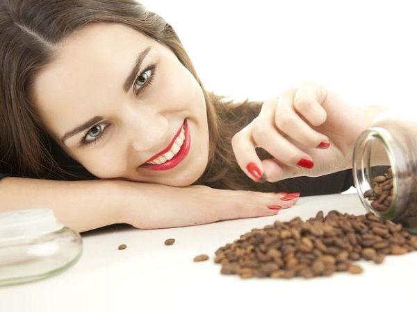 Vrei să ai un ten frumos? Fă-ți săptămânal un scrub din tărâțe sau zaț de cafea