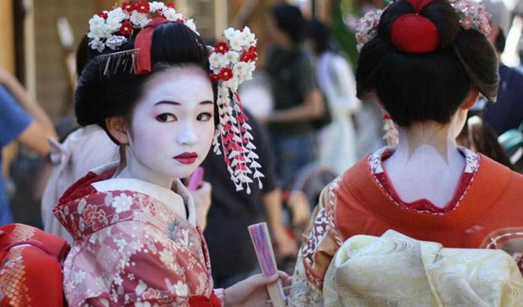 Aceste femei fac parte din cultura japoneză de 400 de ani.