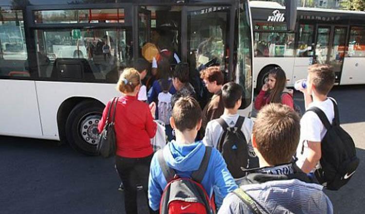 Elevii din România vor avea transport gratuit
