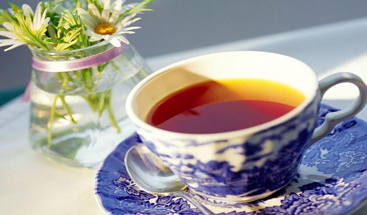 Când simţi că eşti într-o suferinţă îngrozitoare, când viaţa pare cumplită, fă-ţi un ceai şi bea-l din cea mai drăguţă ceaşcă, aşază-te şi gândeşte-te la cele citite aici