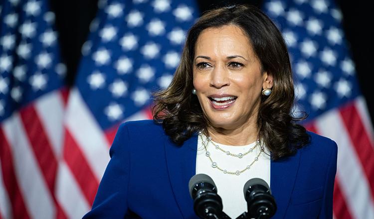 """Cine e Kamala Harris, """"Obama feminin"""" al SUA. Povestea ULUITOARE a femeii, cu origini indiene, care scrie ISTORIE în America"""