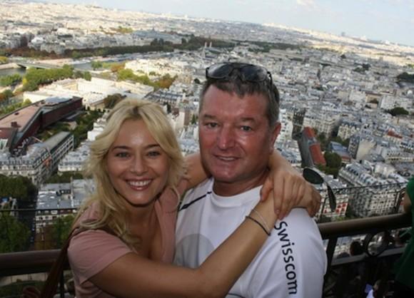 Laura Cosoi trece prin momente cumplite! Tatăl ei infectat cu noul coronavirus s-a stins din viață