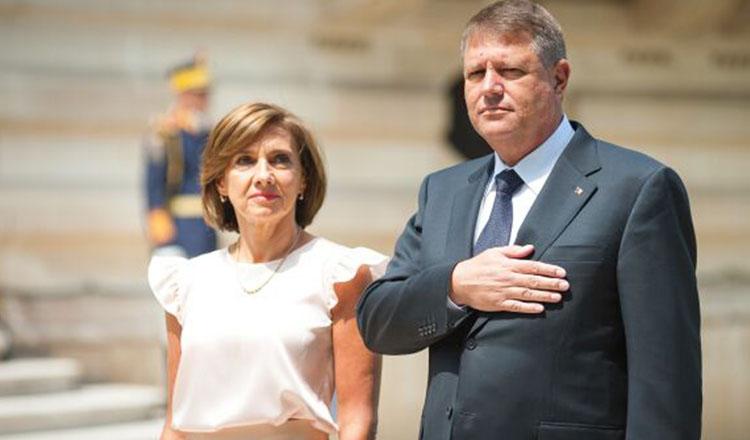 Klaus și Carmen Iohannis, prima ieșire publică din 2021. Cum s-a îmbrăcat soția președintelui