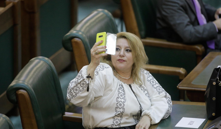 Diana Șoșoacă, cenzurată pe Facebook