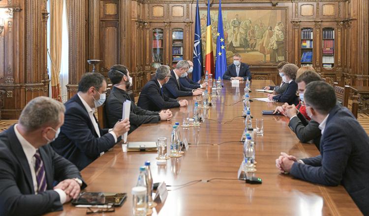 Coaliția scârțâie din toate încheieturile. Miniștrii USR/PLUS refuză să semneze documente și deleagă atribuțiile. AVERTISMEMTUL premierului și al șefului PNL