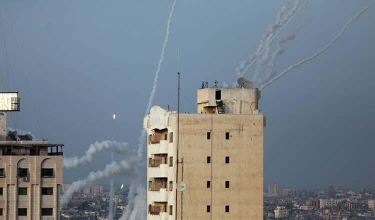 """Sute de rachete lansate între Israel şi Fâşia Gaza, cel puţin 35 de morţi: """"Războiul va continua!"""""""