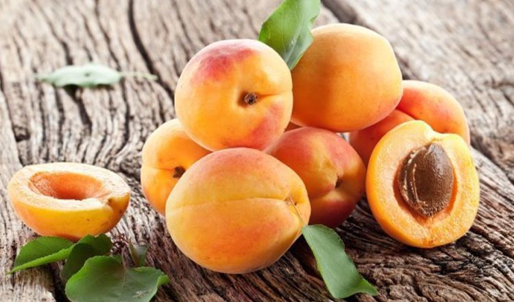 Caisele, fructele care elimină toxinele: Ce contraindicații au și de ce trebuie evitate cele uscate