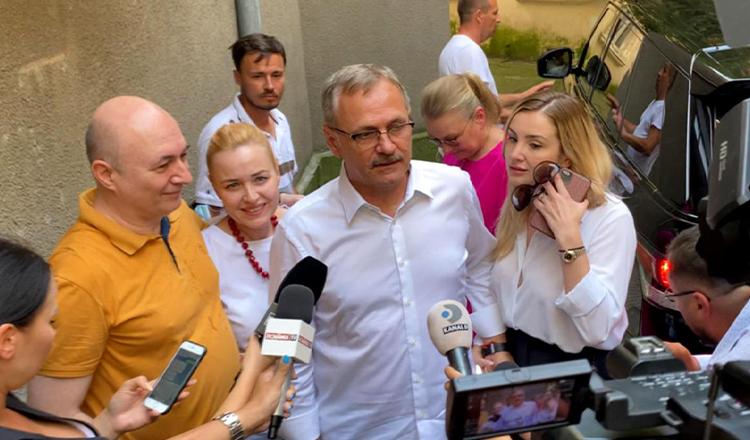 """Liviu Dragnea, la poarta penitenciarului: """"Unde e Irina?""""/""""România este o dictatură feroce""""/""""PSD, un partid de operetă condus de lași"""""""
