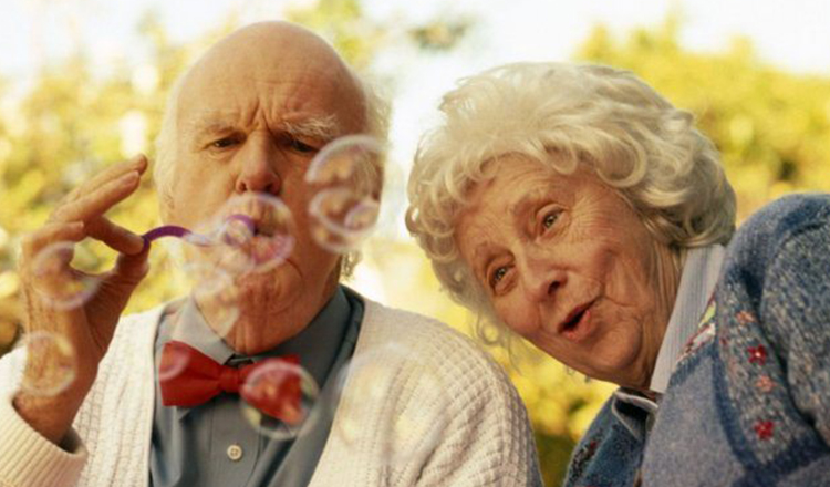"""Ce frumoasă-i bătrânețea.""""Unii oameni, indiferent cât de mult îmbătrânesc, nu-și pierd niciodată frumusețea."""